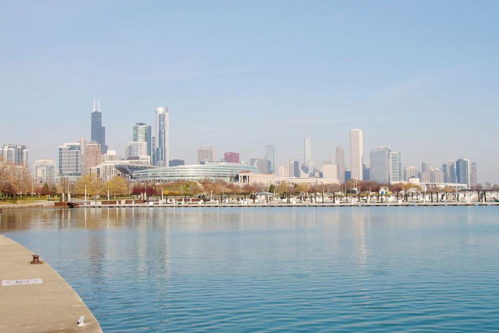 Pogled na Chicago v jutranjem mrazu z juga.
