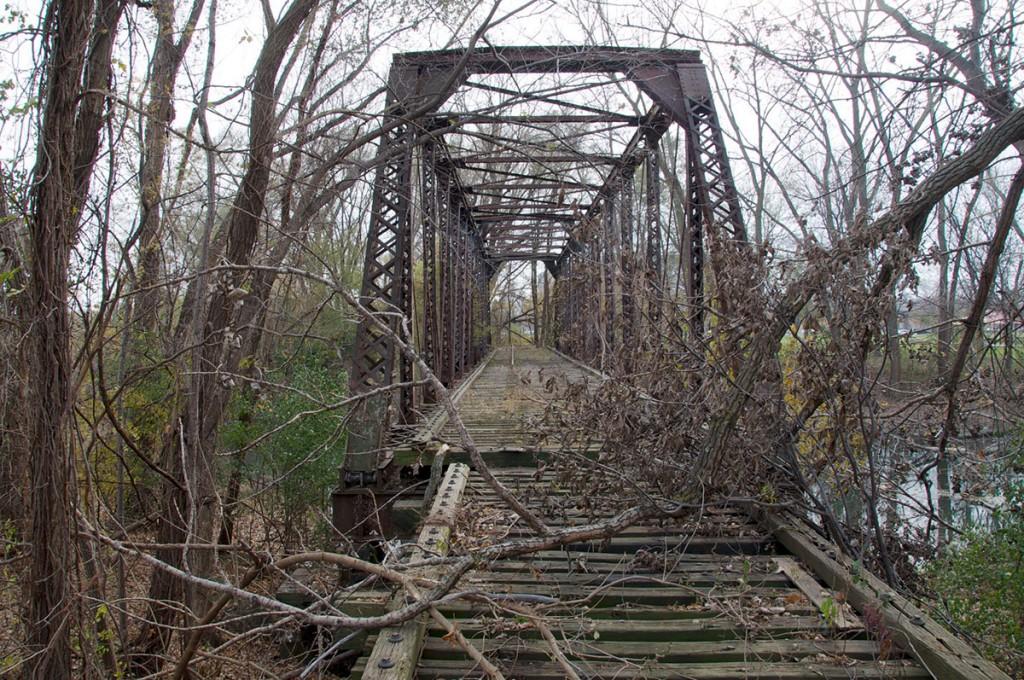 Zapuščen železniški most v Indiani, pravo mesto za lost place zaklad.