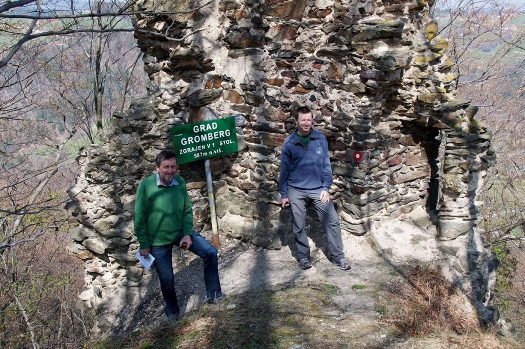 V ruševinah starega gradu, ki jih boste morali najti sami...
