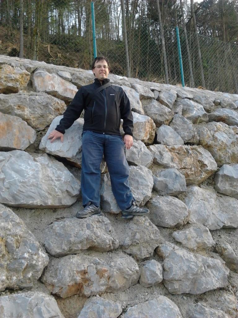na zidu škofjeloške obvoznice