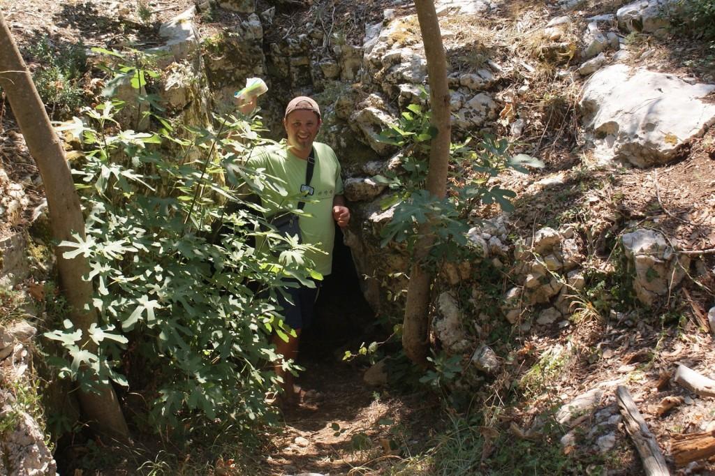 zaklad pred neznano jamo blizu pule