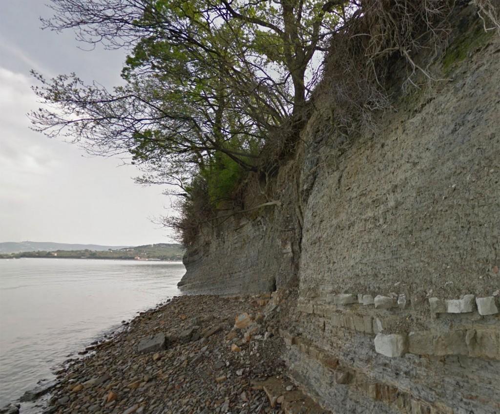 Klif pri Debelem Rtiču (vir: Google Street View)