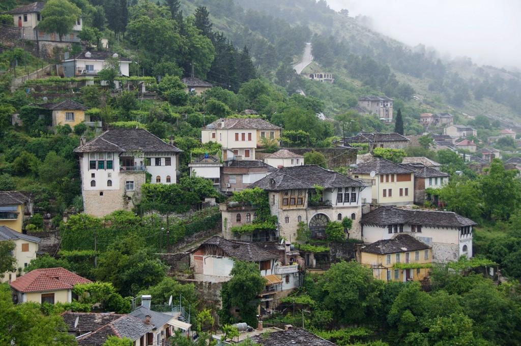 Gjirokaster: otomanska arhitektura v starem delu mesta.