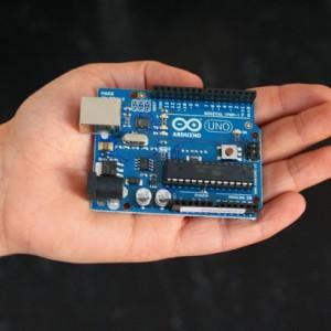 Arduino Uno razvojna plošča.