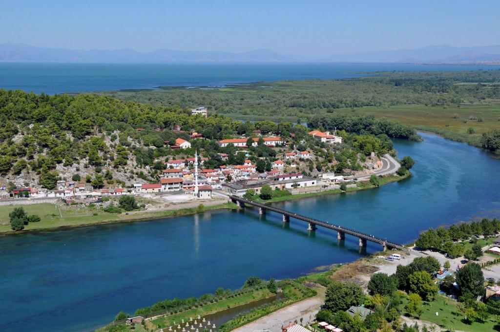 Reka Bojana in Skadarsko jezero.