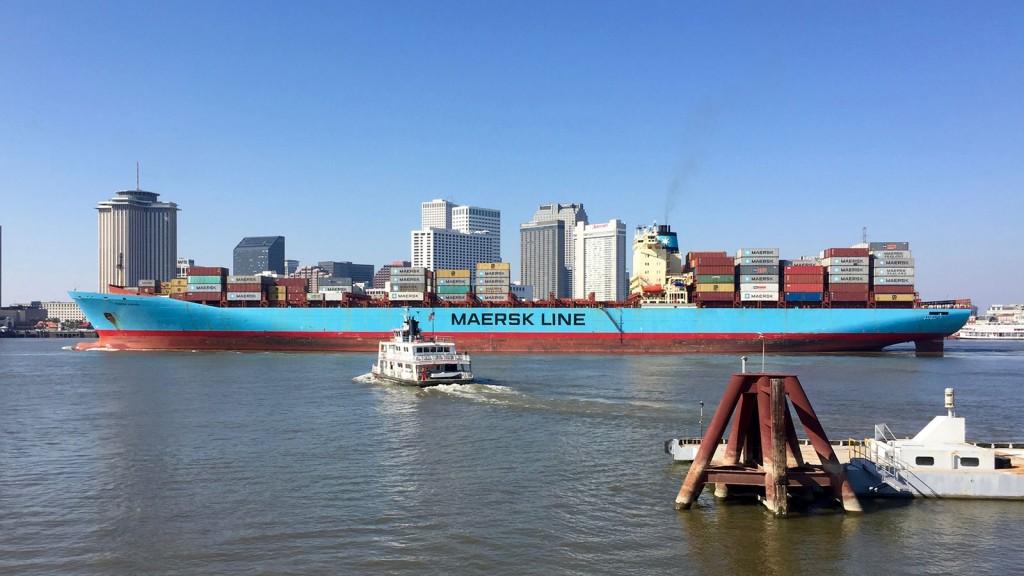 In še ena z večjo ladjo.