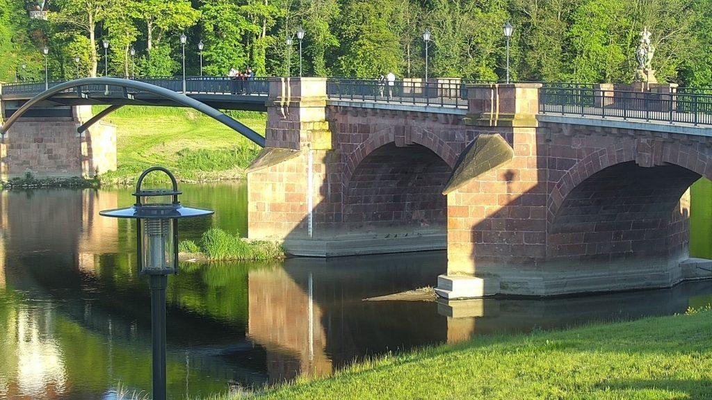 Web posnetek na mostu